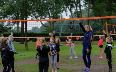 Beachvolleybalclinic en zwemfeest voor jeugd DASH